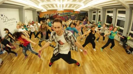 Weltmeister Kevin Sauer heizte ordentlich ein beim letzten Open Training Day in der Dance Intense Factory - Tanzschule Backnang